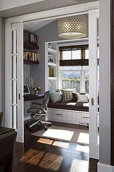 Michelle - Blog #The #sunroom is #transformed into #office Fonte : http://www.zillow.com/digs/contemporary-home-offices-5549278223/