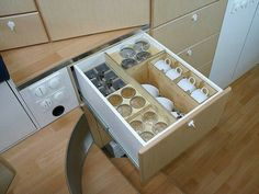 This house on wheels has fitted drawer dividers for all glassware.