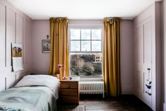 soft pink walls and gold curtains via the modern house Small Curtains, Shabby Chic Curtains, Yellow Curtains, Gold Curtains, Farmhouse Curtains, Rustic Curtains, Colorful Curtains, Curtains With Blinds, Bedroom Curtains