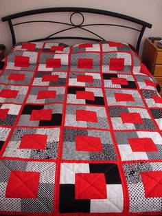 Black and White and Red All Over Quilt by EclecticRose colors for baby quilt Tutorial Patchwork, Patchwork Patterns, Quilt Patterns, Pink Quilts, Boy Quilts, Bright Quilts, Big Block Quilts, Quilt Blocks, Football Quilt
