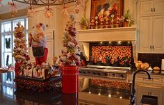 Kitchen for Christmas – One room that can be forgotten when it comes to holiday decorations is the kitchen.