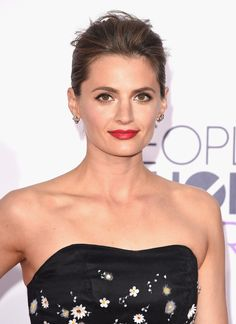 Stana Katic at the 2015 People's Choice Awards. http://beautyeditor.ca/2015/01/11/peoples-choice-awards-2015