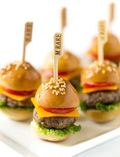 25 easy tiny finger 25 easy tiny finger food recipes you can serve on a toothpick like this Mini Cheeseburger recipe. 24 Easy Tiny Finger Food Recipes You Can Serve on a Toothpick Whether you're throwing a dinner party, cocktail hour, or a bash to celeb Party Finger Foods, Party Snacks, Tiny Food Party, Finger Foods For Wedding, Easy Finger Food, Summer Finger Foods, Finger Desserts, Cocktail Party Food, Parties Food