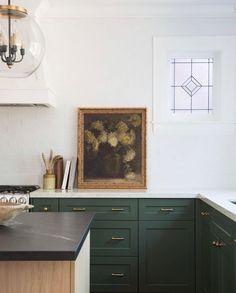50 Best Modern Kitchen Design Ideas - The Trending House Dark Green Kitchen, Big Kitchen, Kitchen On A Budget, Updated Kitchen, Home Decor Kitchen, Home Kitchens, Kitchen Dining, Kitchen Ideas, Kitchen Trends