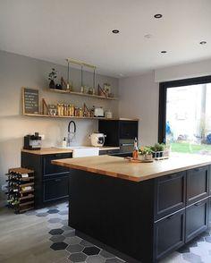 high black handles - Home Page Barn Kitchen, Kitchen Time, Rustic Kitchen, Kitchen Decor, Home Room Design, Home Interior Design, Modern Farmhouse Kitchens, Home Kitchens, Ikea Kitchen Remodel