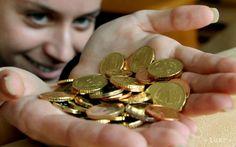 Nezaradení: Štátni zamestnanci by mali mať aspoň minimálnu mzdu Brooch, Personalized Items, Youtube, Rings, Floral, Ring, Flowers, Youtubers, Flower