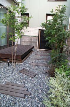 ウッドデッキ / 園路 / 植栽 / ナチュラルガーデン / ガーデンデザイン / 外構 Garden Design / Deck / Wooden steps / Plants