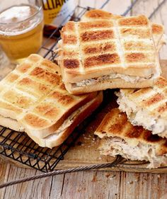 Toasties on the fire Feel Good Food, Love Food, Braai Recipes, Kos, Campfire Food, South African Recipes, Delicious Sandwiches, Coffee Recipes, Light Recipes