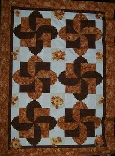 """""""Rounded Log Cabin"""" (posted by Thea to Quilters Club of America)"""