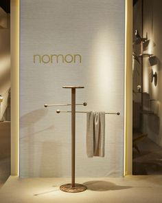 Toallero Lavanda/Lavanda Towel stand Solid walnut with two adjustable polished brass rods and Emperador marble.