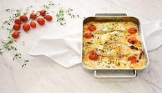 Torsk bakt i ovnen er noe av det enkleste du kan lage. Her kan du bruke det du har av grønnsaker i kjøleskapet hvis du ikke har det som står i oppskriften. Og sausen, den velger du etter ønske.