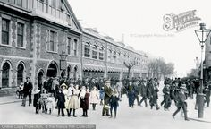 Swindon, Men Leaving G.W.R. 1913