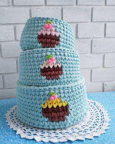 Моя готовая работа для #sofilko_хлопковыймарафон Вот такой вкусненький трехярусный тортик с вкусняшками у меня получился