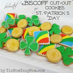 Decorated Biscoff Cut-Out Cookies | http://bakingamoment.com/decorated-biscoff-cut-out-cookies-for-st-patricks-day/
