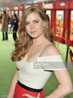 """Actress Amy Adams arrives at the premiere of Walt Disney Pictures' """"The Muppets"""" held at the El Capitan Theatre on November 2011 in Hollywood, California. Amy Adams Enchanted, Hollywood Actresses, Actors & Actresses, Drop Dead Gorgeous, Amy Addams, Actress Amy Adams, Amazing Amy, Teresa Palmer, Actrices Hollywood"""