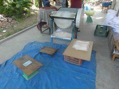 Na het snijden van de rijst noedels wordt de noedels verpakt en verkocht in het fabriek aan de toeristen en lokale bewoners.