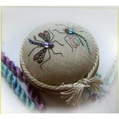 Wonderful Ribbon Embroidery Flowers by Hand Ideas. Enchanting Ribbon Embroidery Flowers by Hand Ideas. Types Of Embroidery, Learn Embroidery, Silk Ribbon Embroidery, Embroidery For Beginners, Crewel Embroidery, Embroidery Techniques, Embroidery Patterns, Crazy Patchwork, Arte Floral