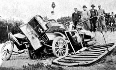 South Africa's first serious automobile accident Old Photographs, Old Photos, Vintage Photos, Vintage Cars, Antique Cars, Beach Tops, Weird And Wonderful, Cape Town, Wonders Of The World