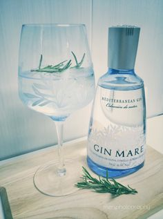 The other day I was looking over my bottles of gin when I realised I hadn't come up with a blog entry for a herbal one yet (which reminds me that I also have to write about the various gin categori...