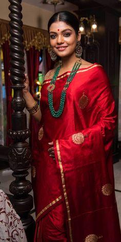 Indian Fashion Dresses, Indian Outfits, Coral Jewelry, Diamond Jewelry, Weave Shop, Bengali Bridal Makeup, Banaras Sarees, Sarees Online India, Morning Pics