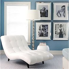 A little Hollywood glam for a guest room in the Hamptons.  #blue#hollywoodglamour #instastyle #insthome #instachic #deco#dekor #decoracion #decoracao #decorazioni #interiors #interiors#interiour #house #hjem#huis #casa #maison #guestroom#hamptonsstyle#hamptons