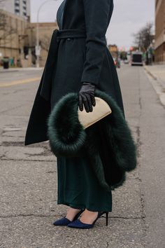 Chic All Green Holiday Outfit Idea to Stand Out this Season, winter outfit idea for young women, chic winter outfit for women in their 20s and 30s, all greet outfit for women