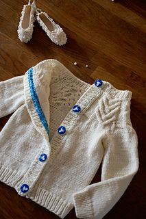 Antler Cardigan pattern by Tincanknits. Ravelry project. Drops Merino Extra Fine. I found the buttons in my stash and they are … perfect for this little cardi.  Very satisfying project indeed. Very well written and easy to follow as expected from tincanknits. I want to make thi...