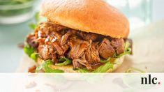 Tökéletes pulled pork és barbecue szósz - nlc.hu Barbecue Pulled Pork, Bbq Pulled Pork Recipe, Pulled Chicken, Diner Recipes, Pork Recipes, Slow Cooker Recipes, Diner Food, Recipies, Pork Burgers