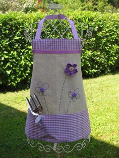 Grembiule-con-fiori Sewing Aprons, Diy And Crafts, Pattern, Kids, Handmade, Aprons, Creative Ideas, Creativity, Scrappy Quilts