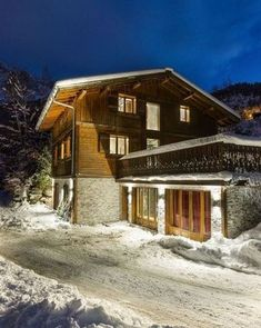 In rare ski-in, ski-out position in the Chamonix Valley, along with luxurious home comforts and facilities, Chalet No 5 will not disappoint. Family Ski Holidays, Luxury Ski Holidays, Ski Chalet, Massage Room, French Alps, Cinema Room, Bedroom With Ensuite, Home Comforts, Luxury Travel