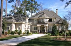 I LOVE this house!!!! Sooooo prettty!!!