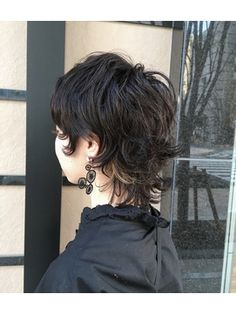 Mash wolf with a good perm texture! Mullet Haircut, Mullet Hairstyle, Short Punk Hair, Short Hair Cuts, Hair Dos, My Hair, Hair Inspo, Hair Inspiration, Medium Hair Styles