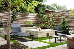 Wonderful Modern Fence Design For Stunning Backyard Inspiration Modern Fence Design, Patio Design, Garden Design, Contemporary Design, House Design, Small Patio Furniture, Outdoor Furniture Sets, Modern Landscaping, Backyard Landscaping