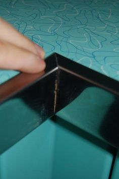 inside-corner – Pam from RetroRenovations awesome countertops and how they were installed. How to install metal edging on your retro laminate countertops – Retro Renovation…