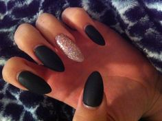 Almond nails matte black and glitter Black Stiletto Nails, Black Acrylic Nails, Matte Nails, Hair And Nails, My Nails, Dope Nails, Scary Nails, Happy Nails, Nail Designs Tumblr