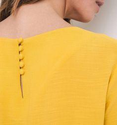 Kurti Back Neck Designs, Chudidhar Neck Designs, Simple Kurti Designs, Neck Designs For Suits, Kurta Neck Design, Neckline Designs, Kurta Designs Women, Salwar Designs, Blouse Neck Designs