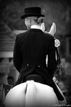 These equestrian riders are so perfect looking in their riding outfits. I think this a lovely picture
