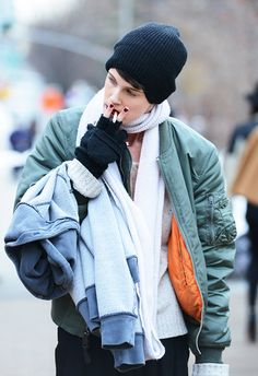 Tommy Ton Shoots Street Style at the Fall 2014 Fashion Shows Tomboy Street Style, Autumn Street Style, Street Style Women, Street Styles, Ma 1 Jacket, Black Bomber Jacket, Bomber Jackets, Tommy Ton, Winter Looks