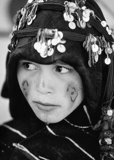 ait-hadidou-berber-girl-2-alan-keohane.jpg (642×900)