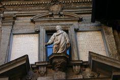 Monument à Ausone à Milan.