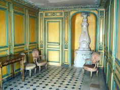 Here's a little look into the secret world of Versailles' cozy nooks, closets, apartments and attics….where the last great mistresses of the reign of Louis XV laid their heads, si…