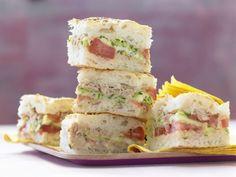 Fladenbrot aus dem Ofen, herzhaft-knackig gefüllt mit Thunfischcreme, Gemüse und…