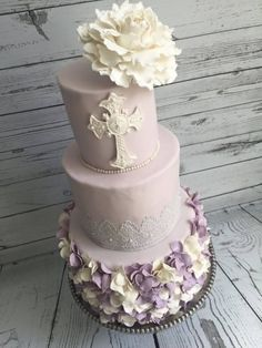 Made this cake for my nieces baptism. Used the flower...