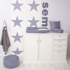 Heb je het idee om je babykamer een grijze tint mee te geven? Dan moet je zeker even kijken, we hebben wat voorbeelden op een rijtje gezet!