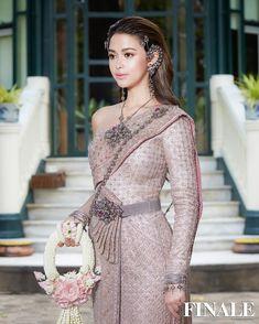 Thai Dress (Thailand national costume) Thai Wedding Dress, Wedding Dress Styles, Traditional Thai Clothing, Traditional Dresses, Thai Brides, Thailand National Costume, Thai Fashion, Oriental Dress, Thai Dress