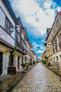 Vigan City-an Spanish-influenced cityin the Philippines Vigan Philippines, City Tumblr, Fort Santiago, Europe Places, Ilocos, Fantasy Character Design, Old Pictures, Filipino, Fantasy Characters