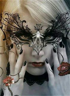 Medieval Gothic mask and black nails Fete Halloween, Halloween Make Up, Halloween Costumes, Pretty Halloween, Healthy Halloween, Halloween Fashion, Halloween Spider, Adult Halloween, Clown Maske
