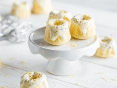 Klitzekleine Zitronen-Buttermilch-Gugl mit Mohnglasur