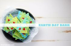 Celebrate Earth Day with this easy, kid-friendly bark! Wheat Free Baking, April Easter, Earth Day, Recipe Of The Day, 3 Ingredients, Allergies, Easy Crafts, Snacks, Sprinkles