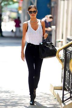 Juju, regata malha bem cavada  e calça cintura altinha + sapato preto alongam muuuuito. Fica fina.  Miranda Ker - rock simply